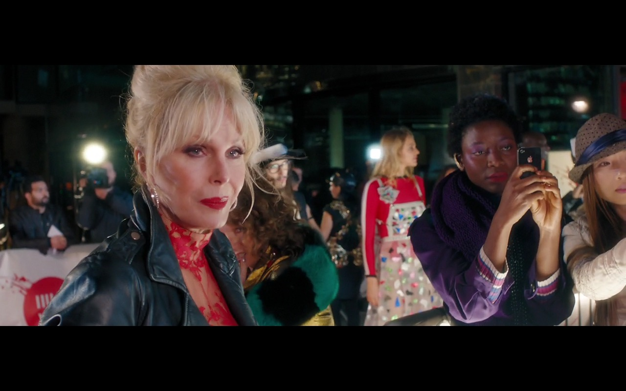 Apple iPhone 4/4s – Absolutely Fabulous: The Movie (2016) - Movie Product Placement
