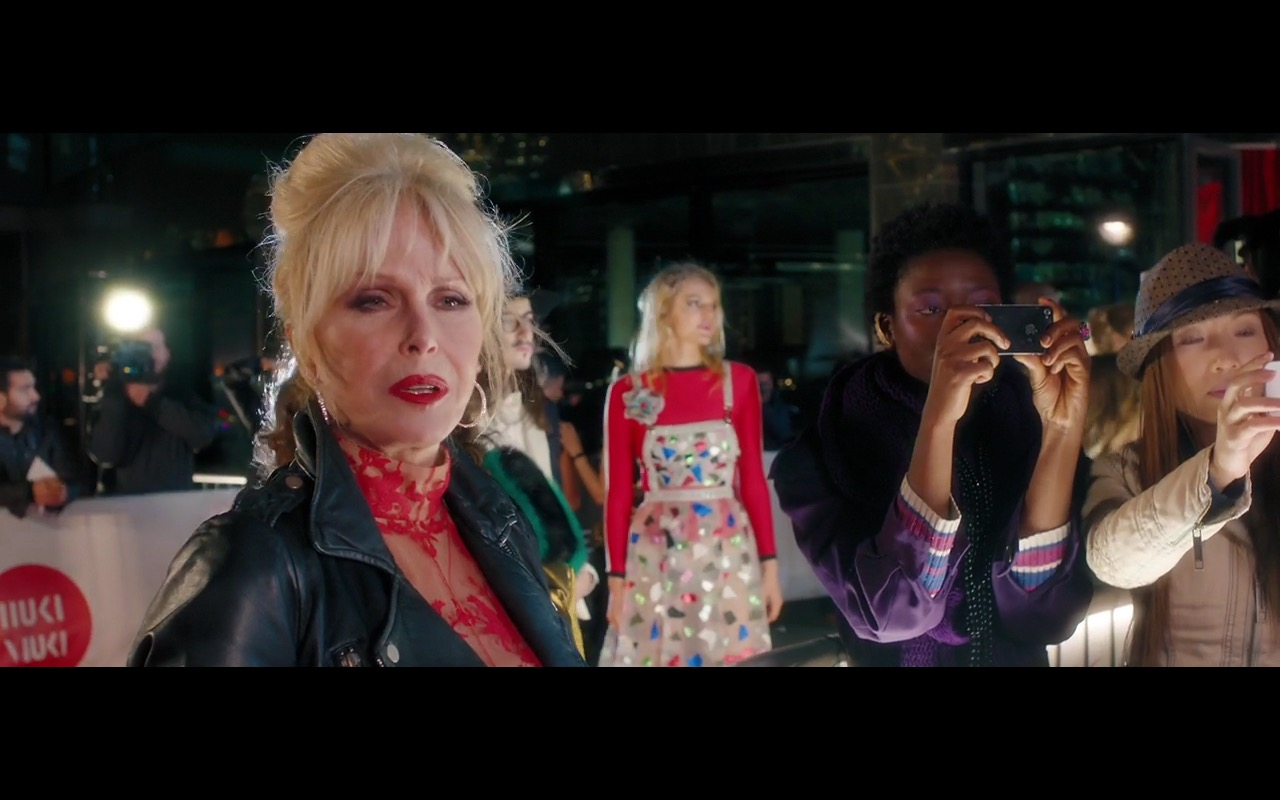 Apple iPhone 4/4s – Absolutely Fabulous: The Movie (2016) Movie Product Placement