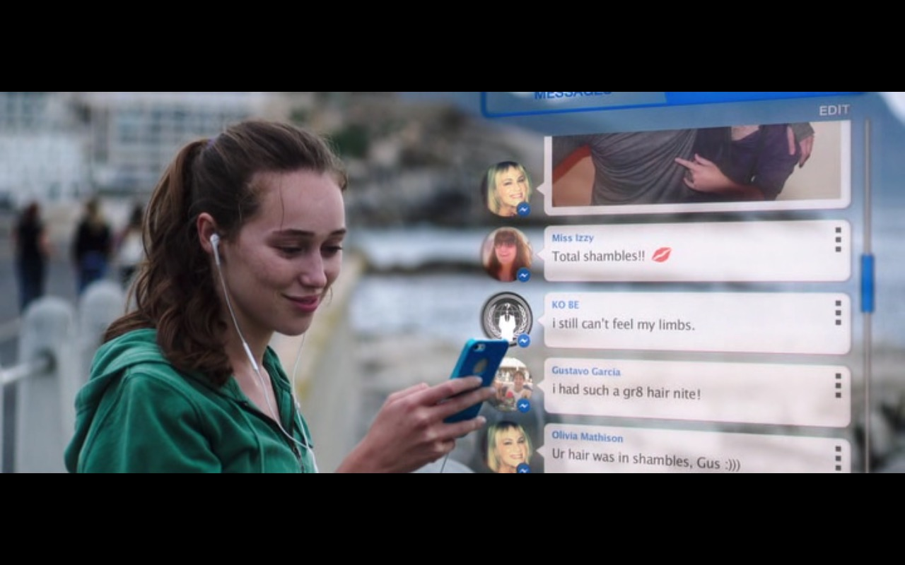 Apple iPhone 5/5s – Friend Request (2016) - Movie Product Placement