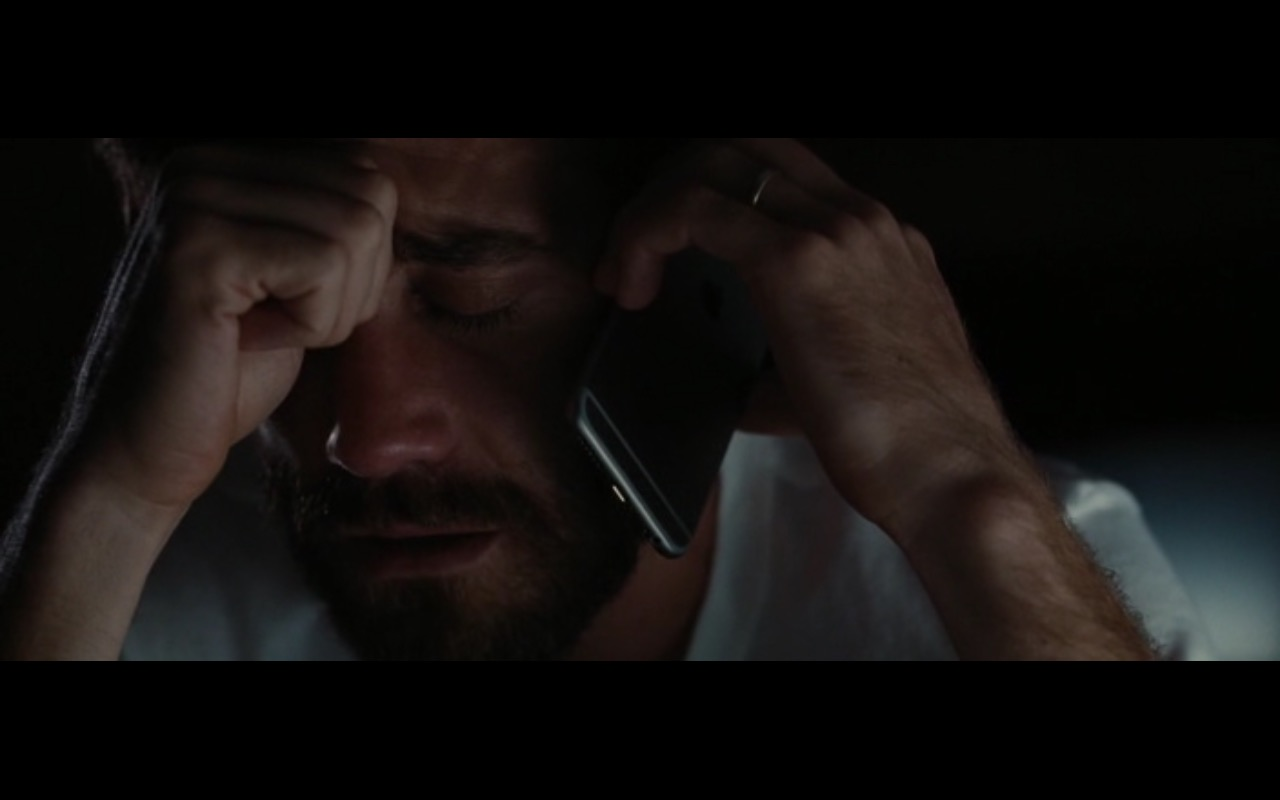 Apple iPhone 6/6s - Nocturnal Animals (2016) Movie Product Placement