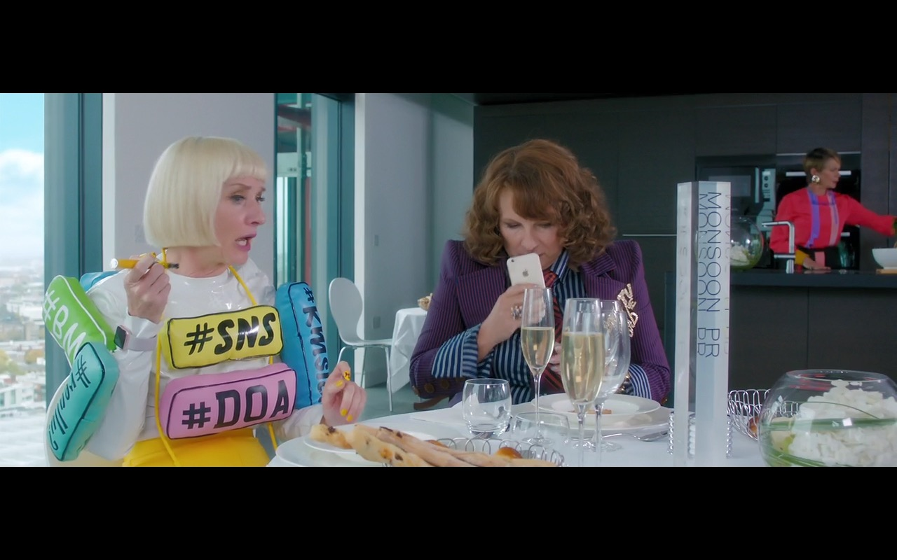 Apple iPhone 6/6s – Absolutely Fabulous: The Movie (2016) Movie Product Placement