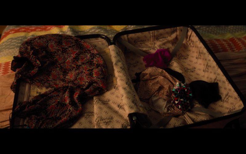 Guess Travel Bag – Bridget Jones's Baby (2016) Movie Product Placement