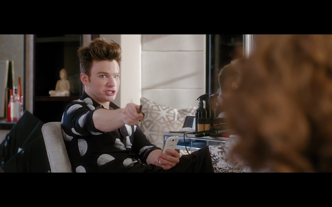 Samsung Smartphone – Absolutely Fabulous: The Movie (2016) - Movie Product Placement