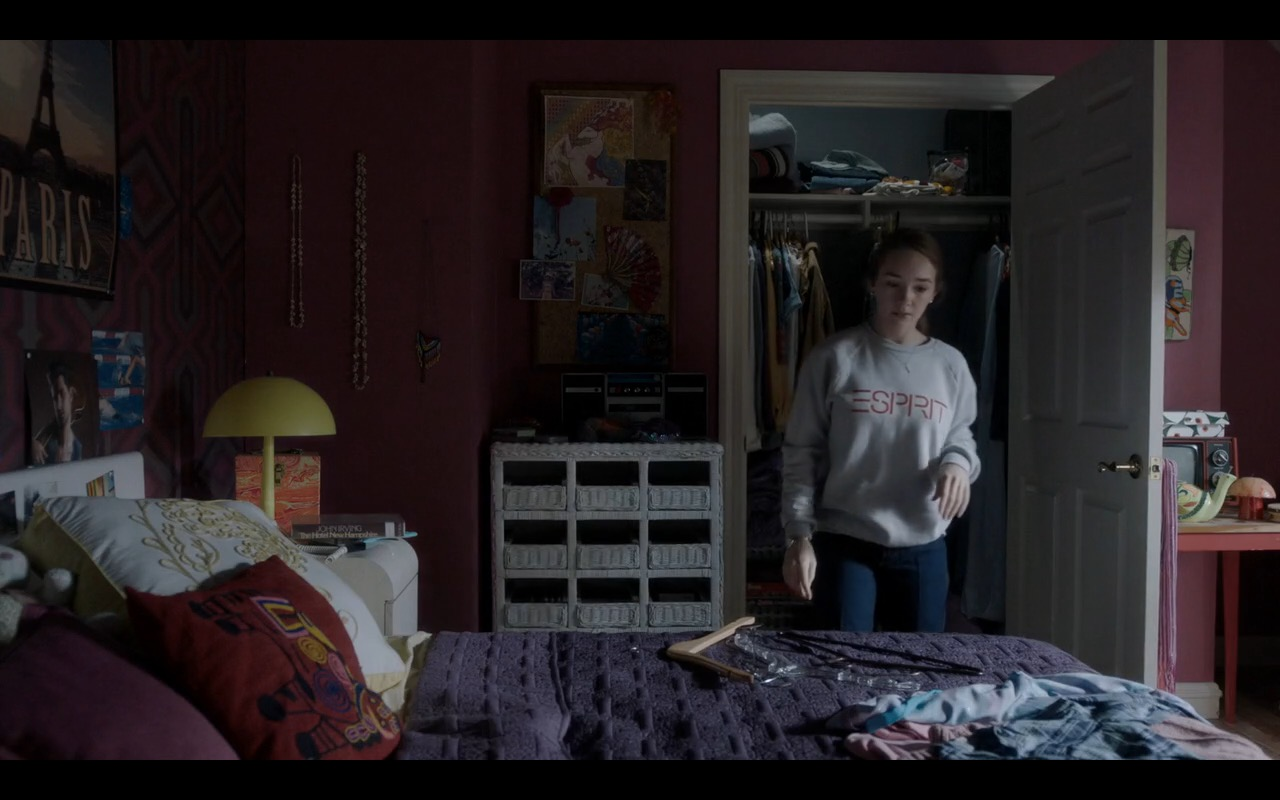 ESPRIT Sweatshirt - The Americans TV Show Product Placement