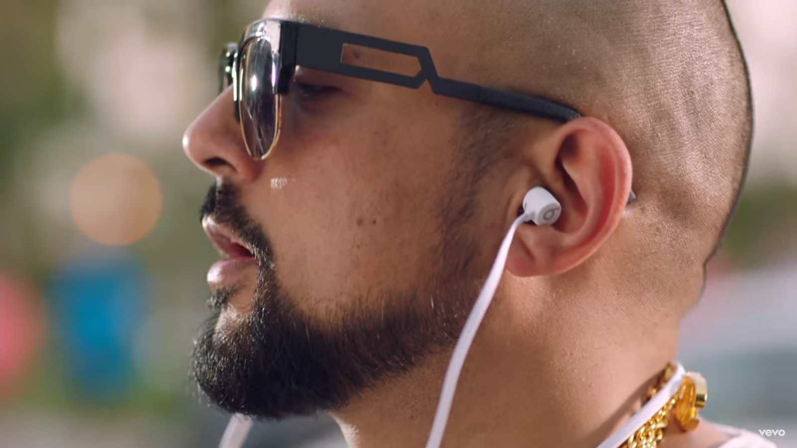 Beats Earphones - Sean Paul - Body ft. Migos - Official Music Video Product Placement