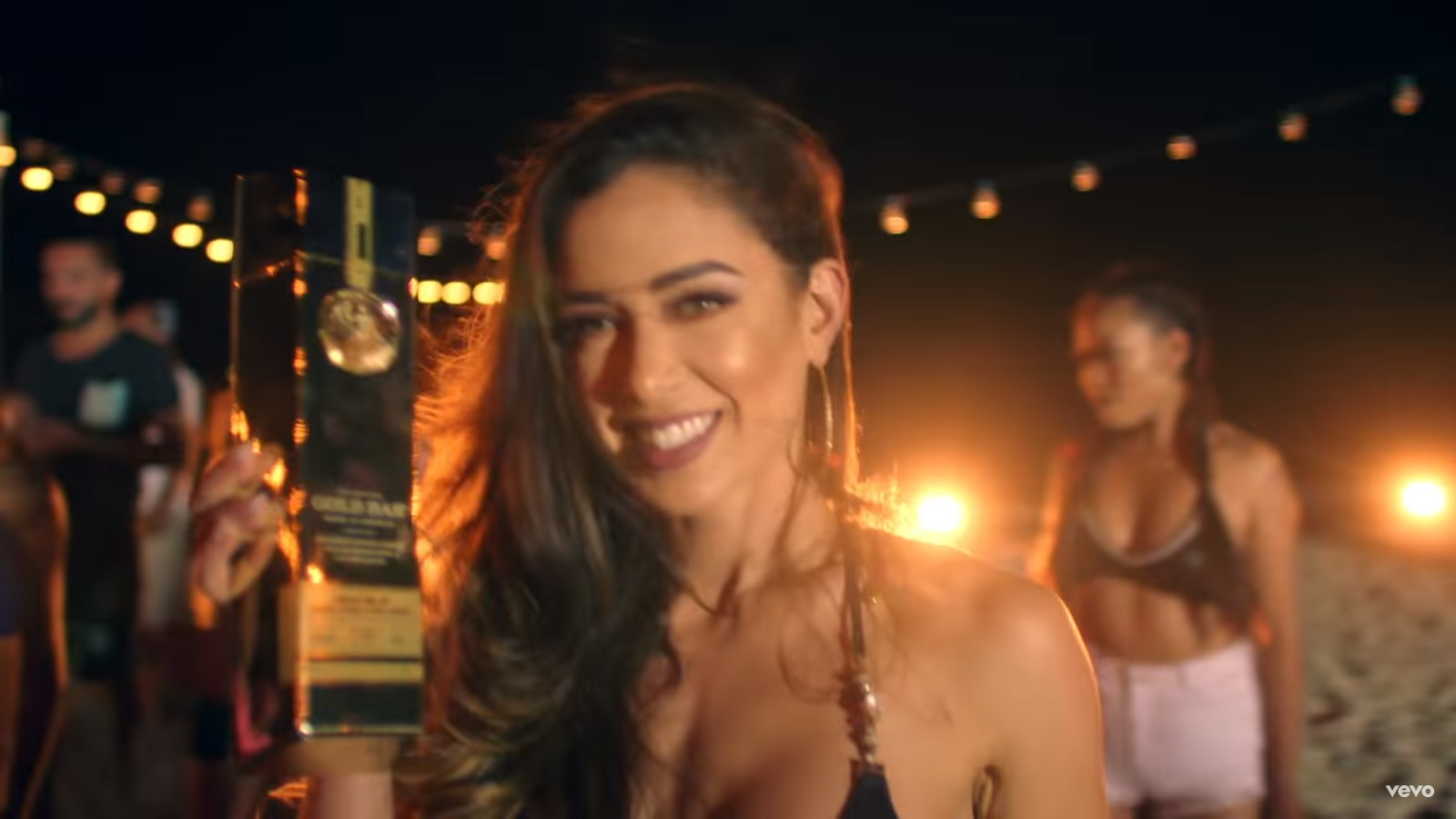 GOLD BAR Whiskey - Sean Paul - Body ft. Migos Music Video  Product Placement Review