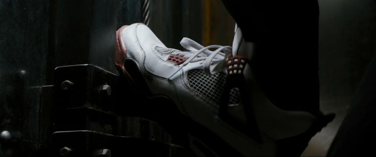 Air Jordan IV Varsity Red shoes worn by Jamie Foxx in White House Down (2013) Movie Product Placement
