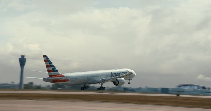 American Airlines Boeing 777-323/ER plane in The Fault in Our Stars (2014) - Movie Product Placement