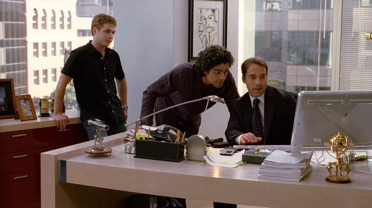 Apple Cinema Display monitor used by Jeremy Piven in ENTOURAGE: THE REVIEW (2004) - TV Show Product Placement