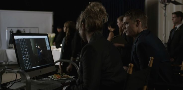 Apple iMac computer in HOUSE OF CARDS: CHAPTER 47 (2016) TV Show Product Placement