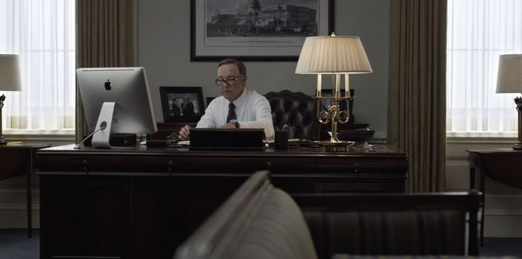 Apple iMac computer used by Kevin Spacey in HOUSE OF CARDS: CHAPTER 14 (2014) TV Show Product Placement