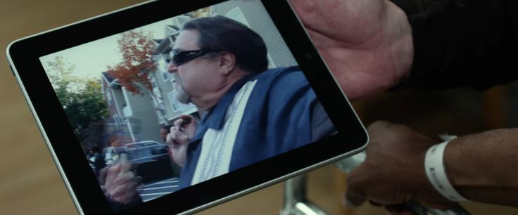 Apple iPad tablet used by John Goodman in FLIGHT (2012) Movie Product Placement