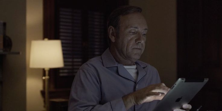 Apple iPad tablet used by Kevin Spacey in HOUSE OF CARDS: CHAPTER 21 (2014) TV Show Product Placement