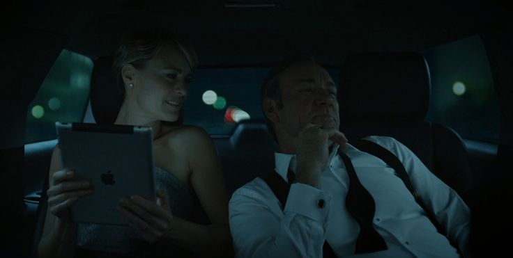 Apple iPad tablet used by Robin Wright in HOUSE OF CARDS: CHAPTER 5 (2013) TV Show Product Placement
