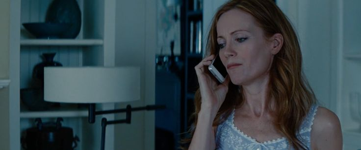 Apple iPhone 5S used by Leslie Mann in THE OTHER WOMAN (2014) Movie Product Placement