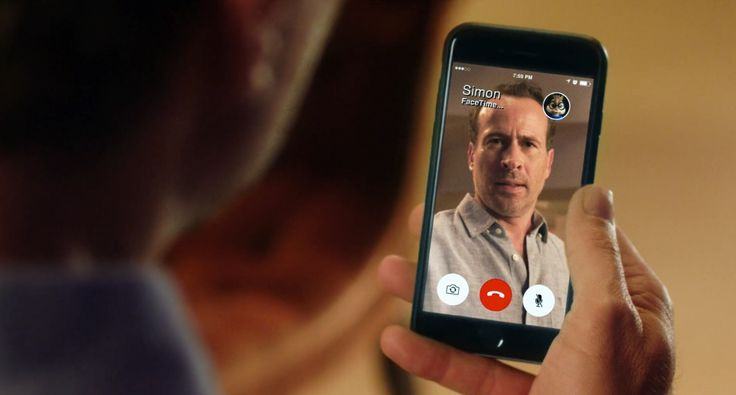 Apple iPhone mobile phone and FaceTime app in Alvin and the Chipmunks: The Road Chip (2015) Movie Product Placement