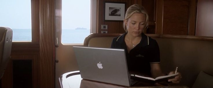 Apple laptop used by Kate Hudson in FOOL'S GOLD (2008) Movie Product Placement