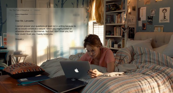 Apple MacBook Air laptop used by Shailene Woodley in THE FAULT IN OUR STARS (2014) Movie Product Placement