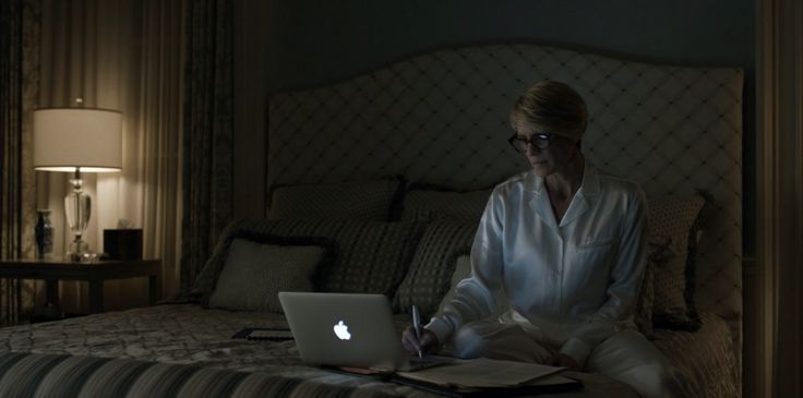 MacBook and Moscot - House of Cards TV Show Product Placement