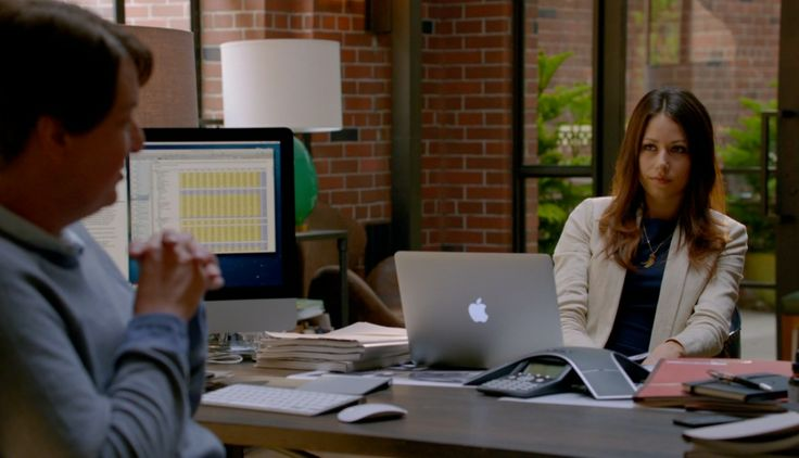 Apple MacBook laptop - Silicon Valley TV Show Product Placement