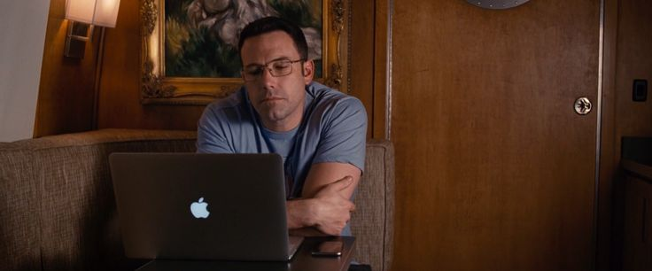 Apple MacBook laptop and Oakley glasses worn by Ben Affleck in THE ACCOUNTANT (2016) - Movie Product Placement