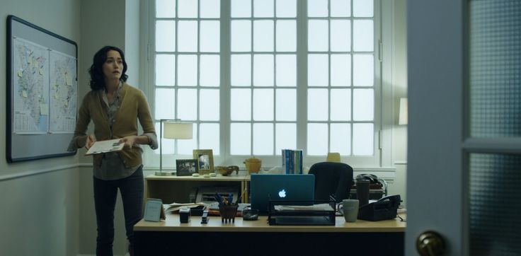 Apple MacBook laptop used by Sandrine Holt in HOUSE OF CARDS: CHAPTER 4 (2013) TV Show Product Placement