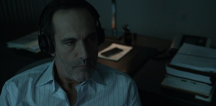 Bang & Olufsen B&O PLAY H8 Brown headphones worn by Damian Young in HOUSE OF CARDS: CHAPTER 51 (2016) TV Show Product Placement
