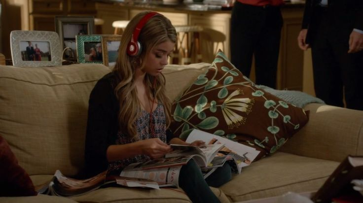 Beats by Dre headphones worn by Sarah Hyland in MODERN FAMILY: QUEER EYES, FULL HEARTS (2014) TV Show Product Placement