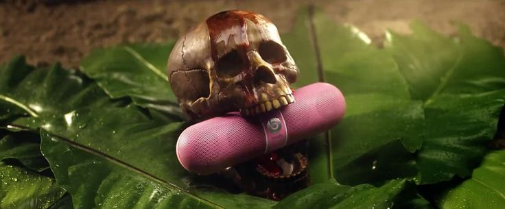 Beats by Dre Pill speaker in ANACONDA by Nicki Minaj (2014) Official Music Video Product Placement