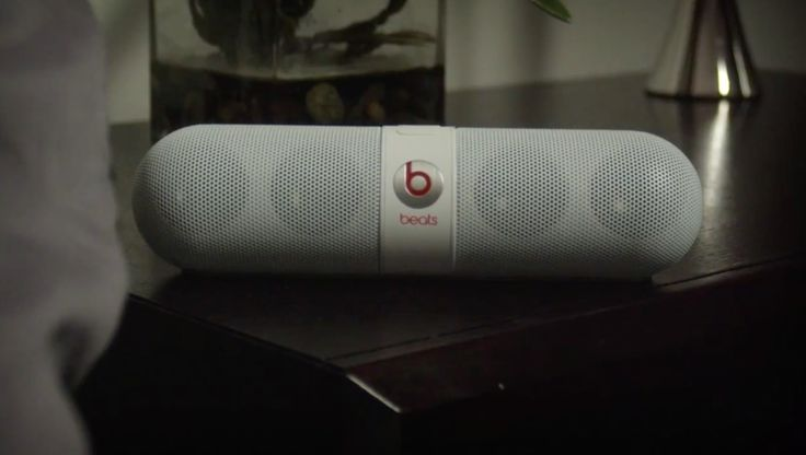 Beats by Dre Pill speaker in PARTY AIN'T A PARTY by Keyshia Cole (2014) - Official Music Video Product Placement