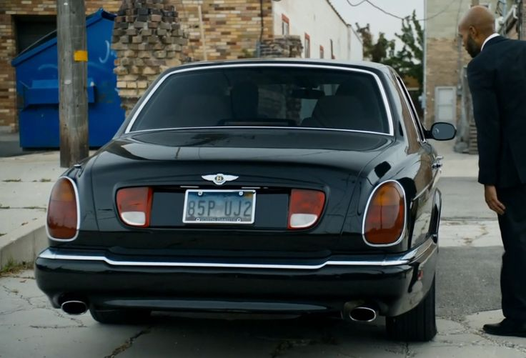 Bentley Arnage car used by Lolita Davidovich in BLOOD & OIL: THE ART OF THE DEAL (2015) TV Show Product Placement