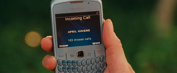 Blackberry Curve mobile phone - Knight and Day (2010) Movie Product Placement
