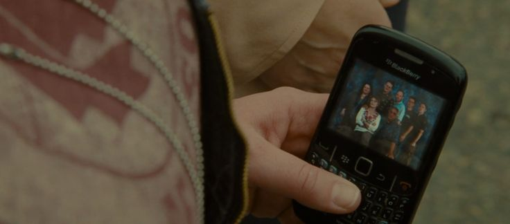 Blackberry Curve mobile phone used by Sandra Bullock in THE HEAT (2013) Movie Product Placement
