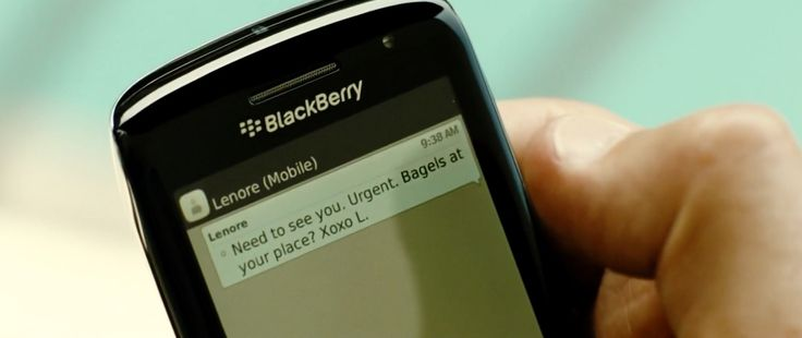 Blackberry mobile phone in TAKEN 3 (2014) - Movie Product Placement