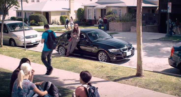 BMW 3 [E90] (2009) car in THE BLING RING (2013) - Movie Product Placement