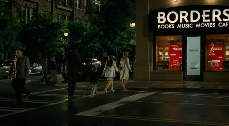 BORDERS book store in THE BLIND SIDE (2009) Movie Product Placement