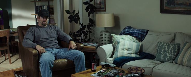 Bowtech cap and Budweiser beer in AMERICAN SNIPER (2014) Movie Product Placement