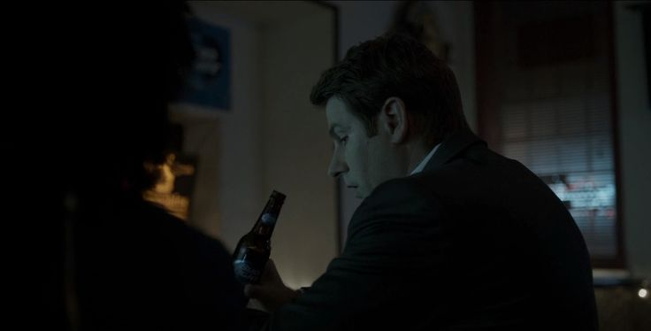 Bud Light drunk by Derek Cecil in HOUSE OF CARDS: CHAPTER 43 (2016) - TV Show Product Placement