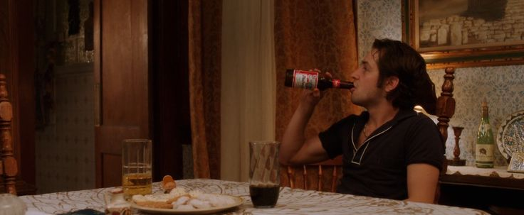 Budweiser beer drunk by Michael Angarano in EMPIRE STATE (2013) - Movie Product Placement