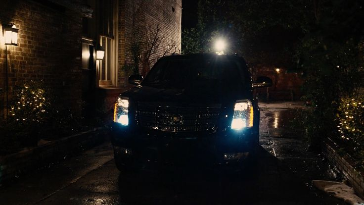 Cadillac Escalade driven by Robert De Niro in GRUDGE MATCH (2013) Movie Product Placement
