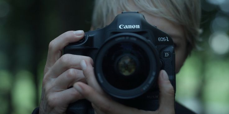 Canon EOS-1D Mark IV camera - HOUSE OF CARDS: CHAPTER 11 (2013) TV Show Product Placement