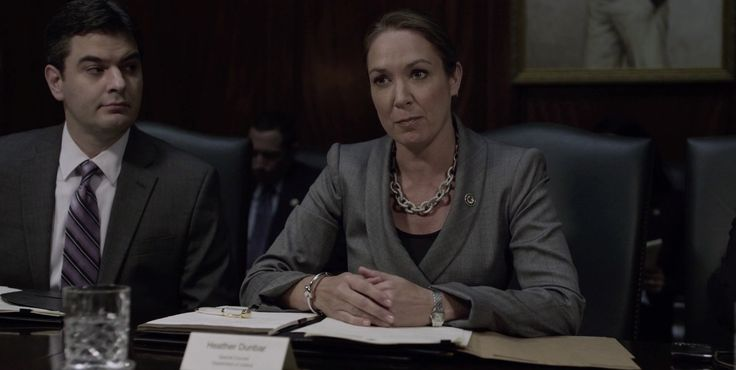 Cartier watch - HOUSE OF CARDS: CHAPTER 24 (2014) TV Show Product Placement