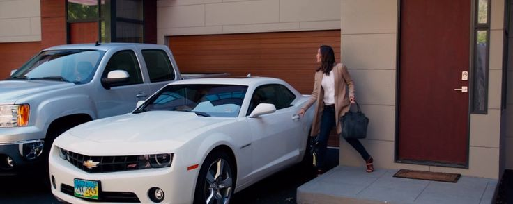 Chevrolet Camaro driven by Jennifer Garner in DRAFT DAY (2014) Movie Product Placement
