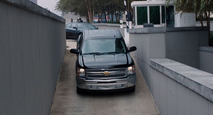 Chevrolet Silverado pickup truck in SABOTAGE (2014) - Movie Product Placement
