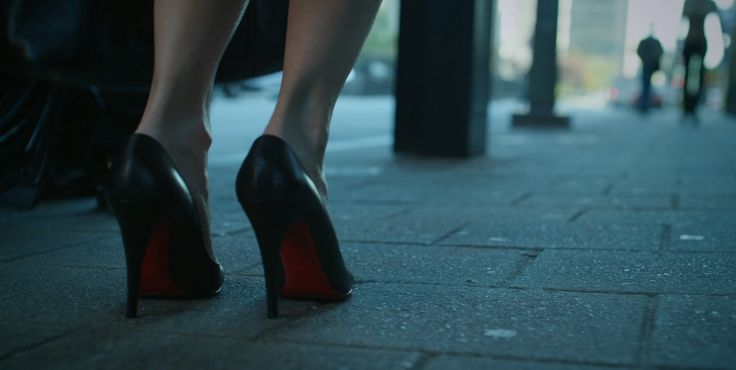 Christian Louboutin shoes worn by Robin Wright in HOUSE OF CARDS: CHAPTER 6 (2013) TV Show Product Placement