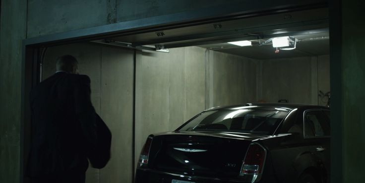Chrysler 300 Car in HOUSE OF CARDS: CHAPTER 11 (2013) TV Show Product Placement