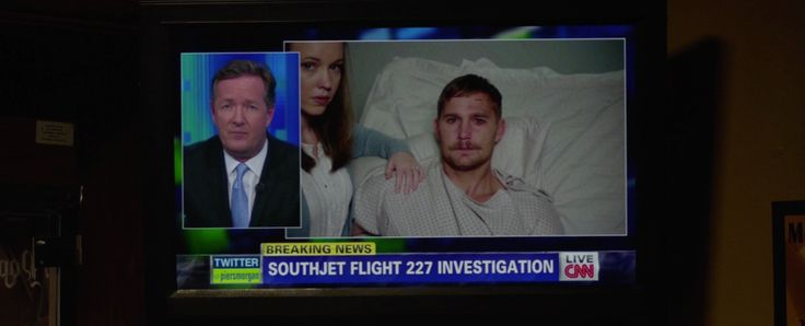 CNN TV channel and Piers Morgan Live TV show in Flight (2012) - Movie Product Placement