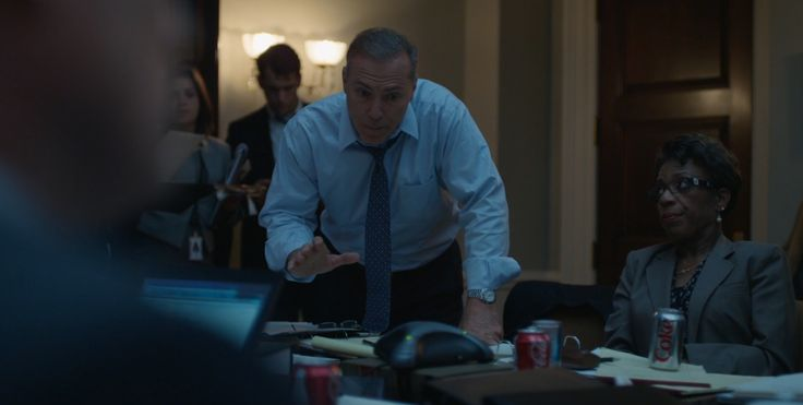 Coca-Cola and Diet Coke cans - HOUSE OF CARDS: CHAPTER 3 (2013) TV Show Product Placement