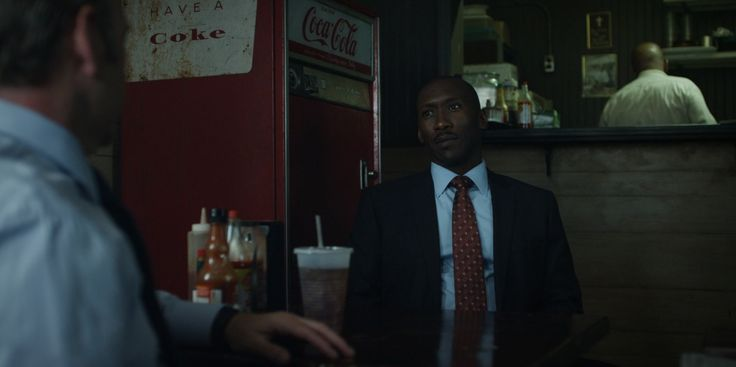 Coca-Cola vending machine - HOUSE OF CARDS: CHAPTER 11 (2013) TV Show Product Placement