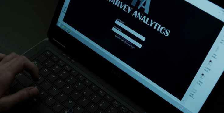 Dell laptop in HOUSE OF CARDS: CHAPTER 45 (2016) TV Show Product Placement